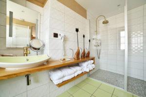 La Bastidie-salle de bain Chambre D'Adéle-001